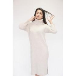 Зимна плетена рокля с висока яка